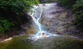 人気ナンバーワンの「カムイワッカ湯の滝」へ