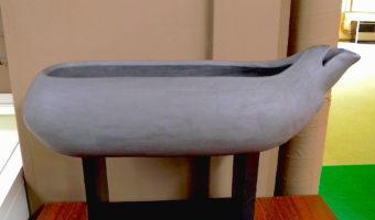 国の重要文化財、松法川北岸遺跡出土の「熊頭注口木製槽」