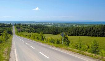 【地図】釧路空港から世界遺産知床までシーサイドドライブ